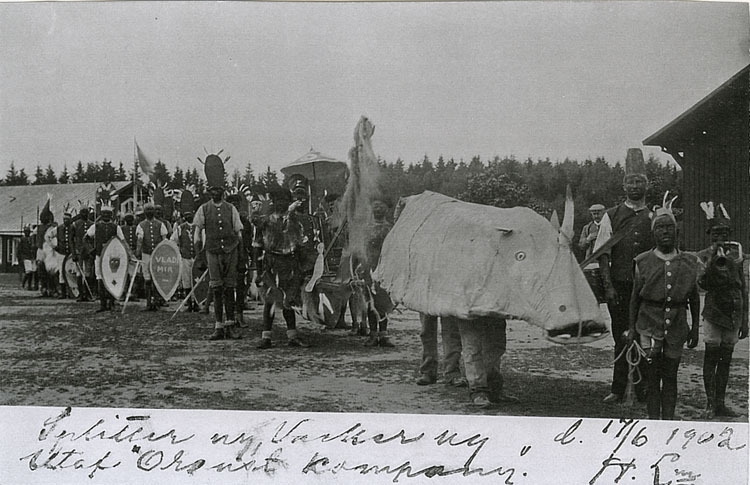 """Enligt Bengt Lundins noteringar: """"Karneval med Orusts afrikaner""""."""