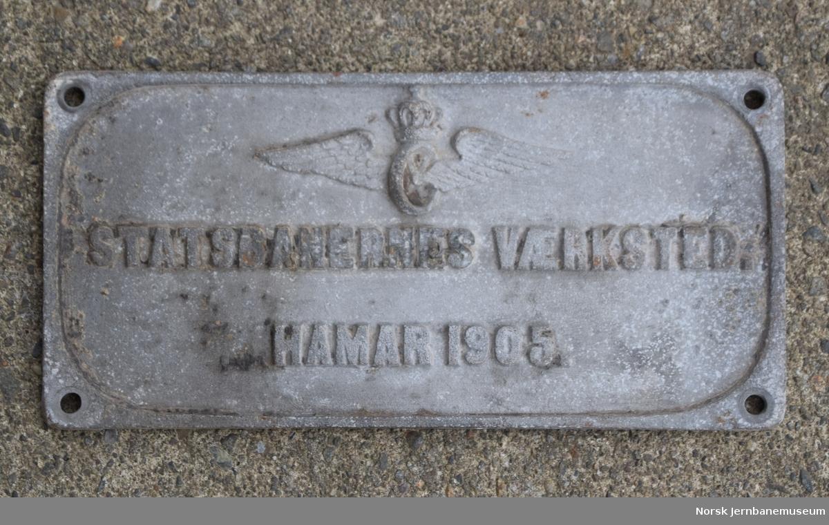 Fabrikkskilt fra Statsbanernes Værksted Hamar