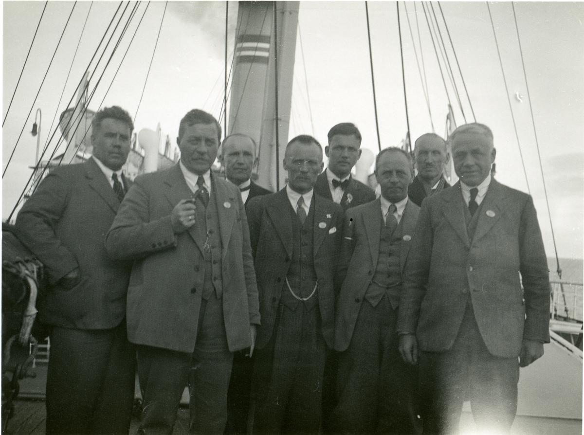 """""""Norrønaferdi"""" i 1932. Vestopplendinger på Stavangerfjord."""