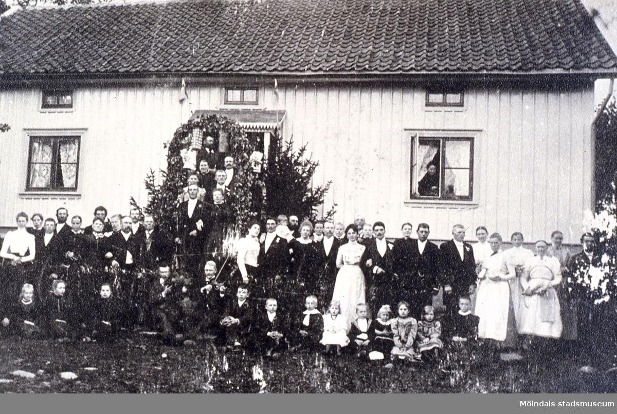 Bröllop i Östergården 1 (Boens) i Fässberg, Mölndal. Reprofotografi.