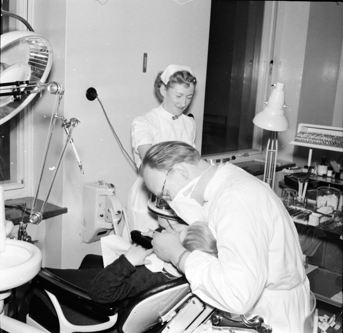 Skollärare Ruth och tandläkare Pelle Flygt f 1913-d 2005. Pelle var chef för södra Norrlands folktandvård och han var stationerad i Bollnäs fram till pensionen.
