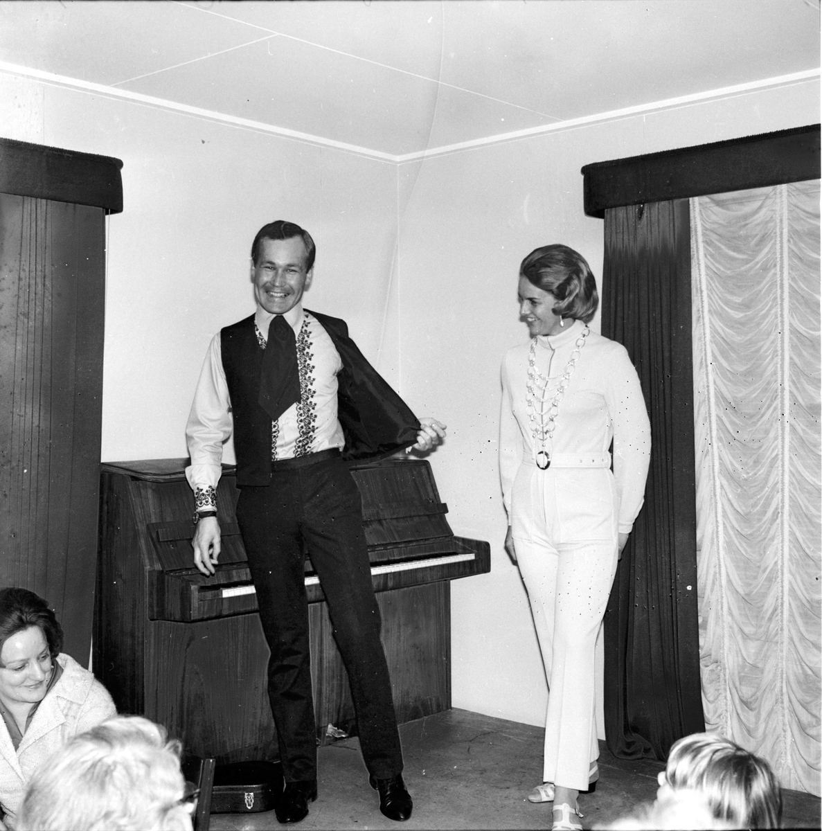Arbrå, Mannekänguppvisning, April 1969