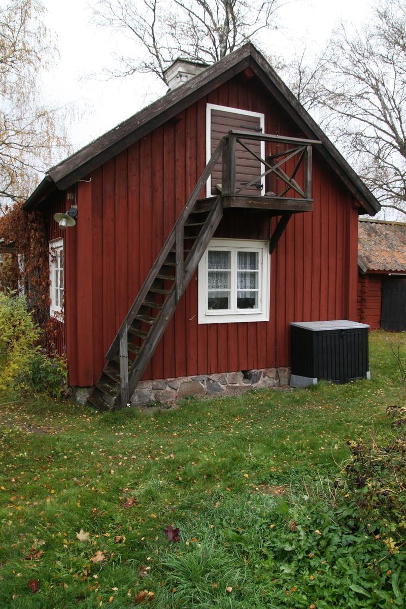 Ombytesstugan med uthus vid Huddunge hembygdsgård, Prästgården 1:1, Huddunge socken, Heby kommun, Uppsala län 2014