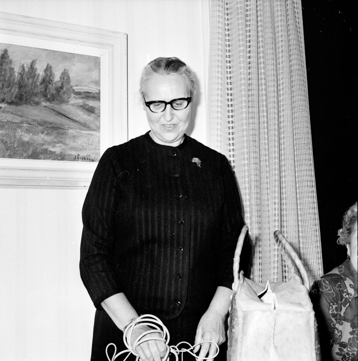 Arbrå, Rädda Barnens Årsm. Forsman avtackas, 1971