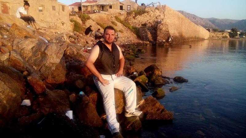Mohamad rett etter at han kom i land på øya Chios etter å ha krysset Middelhavet i gummibåt. (Foto/Photo)