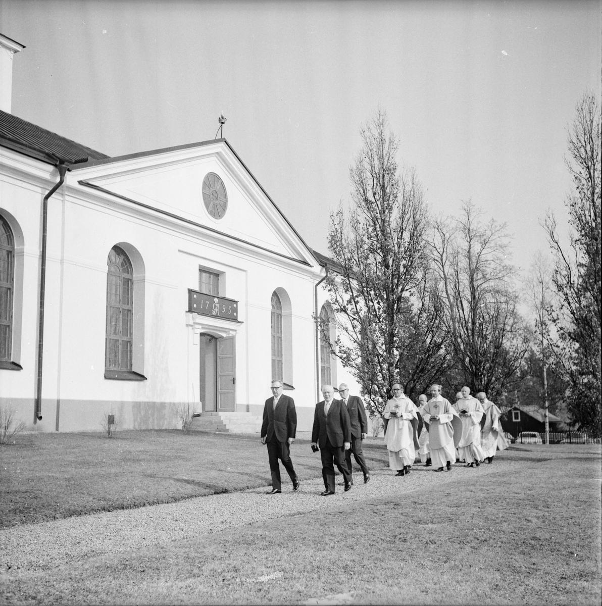 Kyrkoherdeinvigning. Rengsjö Mars 1973