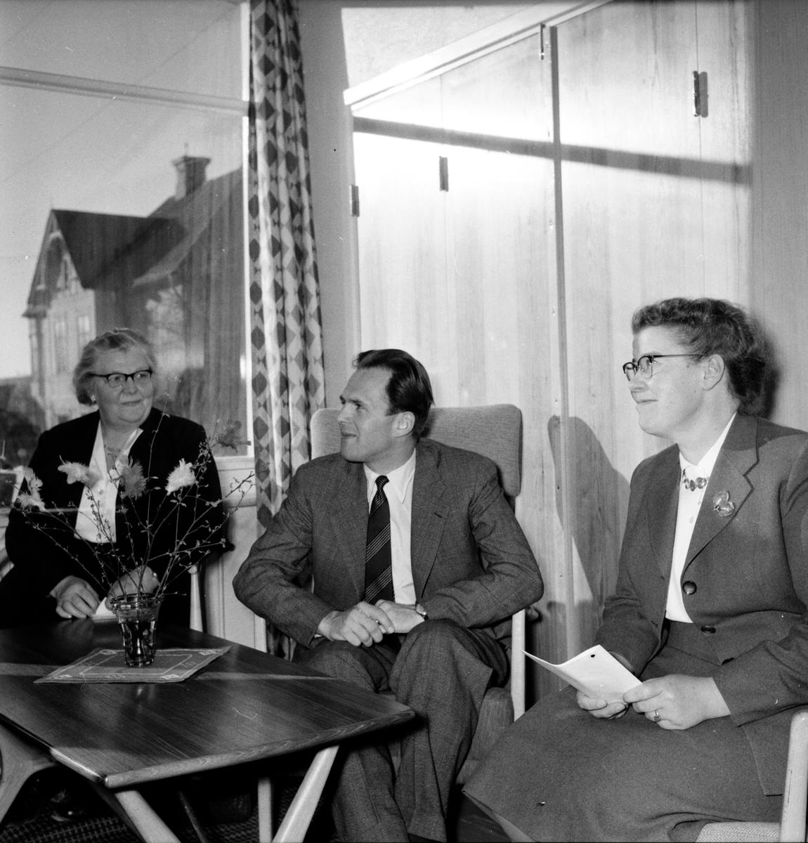 Bildningsförbundet, Kurs på folkhögskolan, 7 April 1956