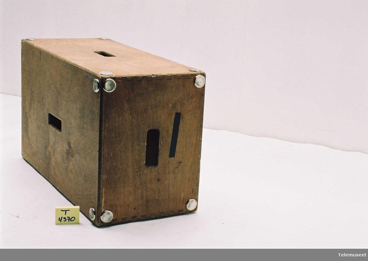 Kasse for å stå/sitte på. Tre mulige høyder