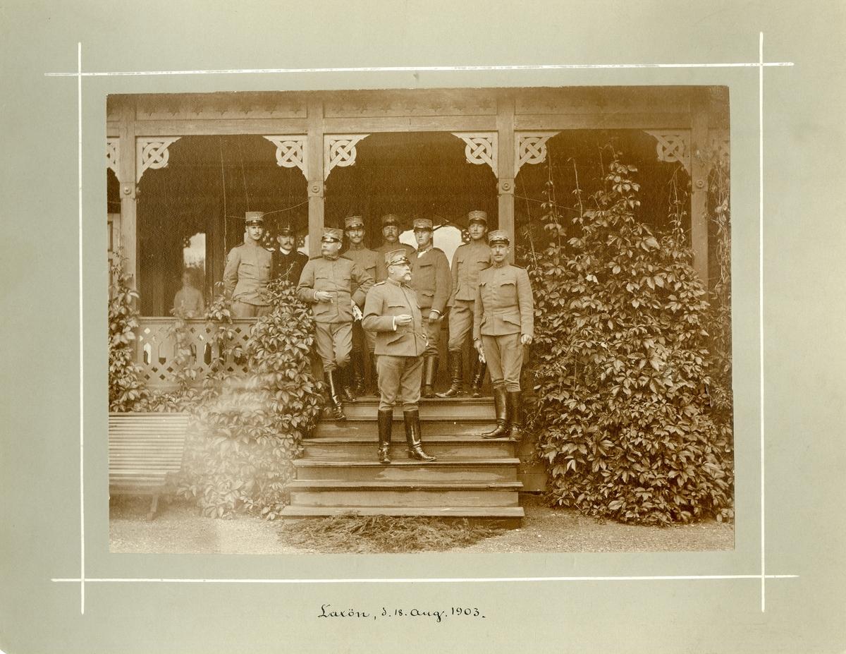 Grupporträtt av officerare från Fortifikationen, Laxön den 18 augusti 1903. För namn, se bild nr. 3.