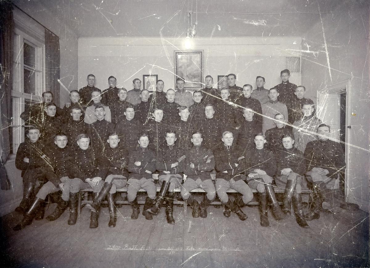 Grupporträtt av soldater vid Norrlands artilleriregemente A 4, 1917.