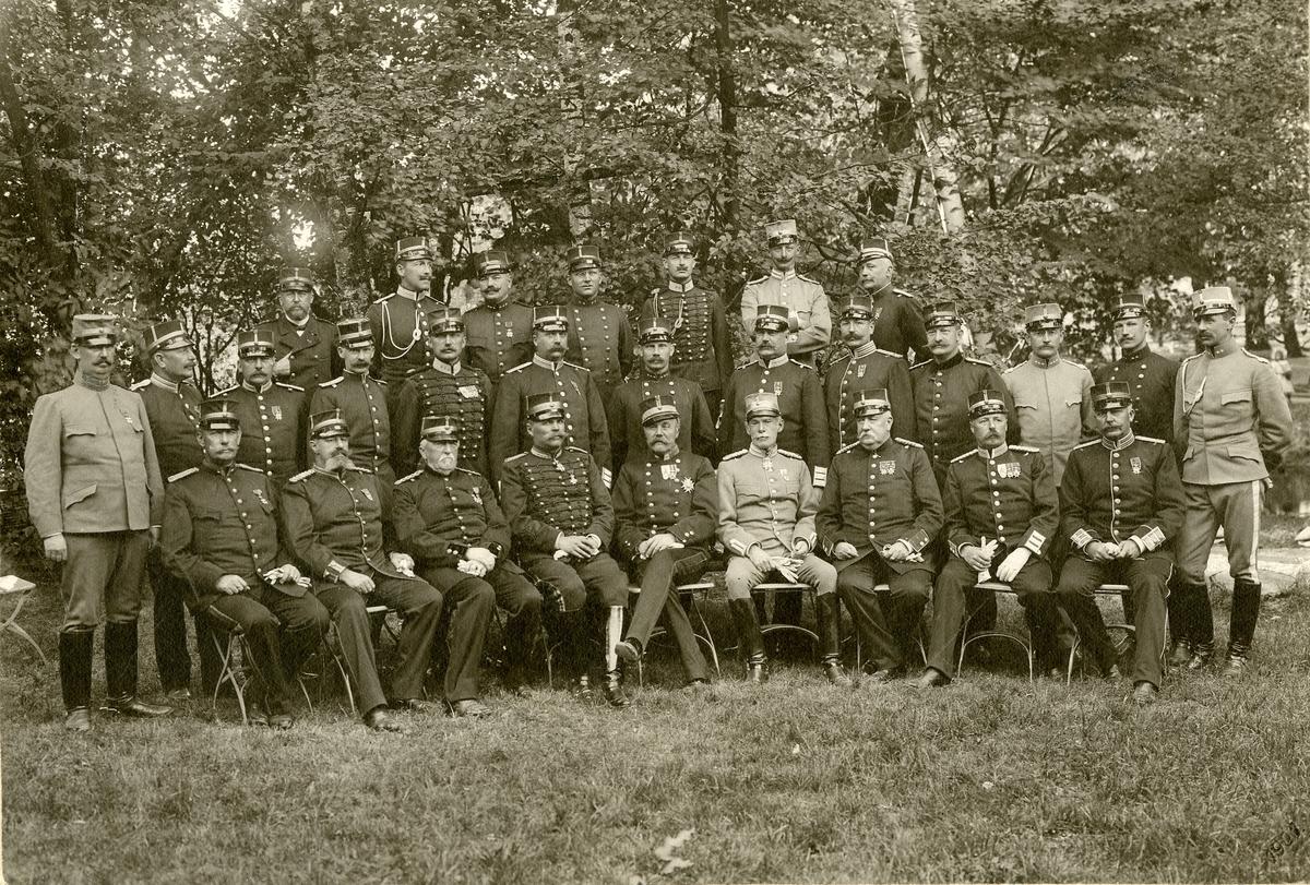 Grupporträtt av officerare vid Skånska dragonregementet K 6.