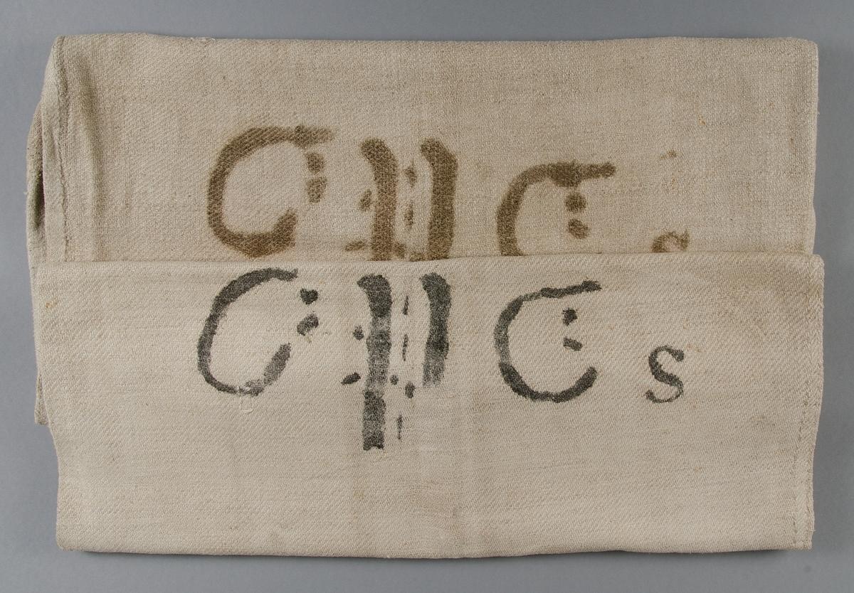Två säckar av grovt linne, vävda i kypert. Stämplade C:P C:s.
