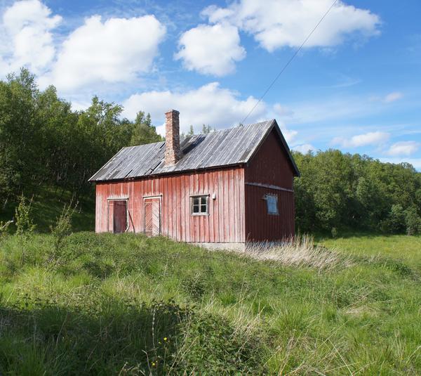 Fjøset fra Indre Billefjord. Foto/Photo