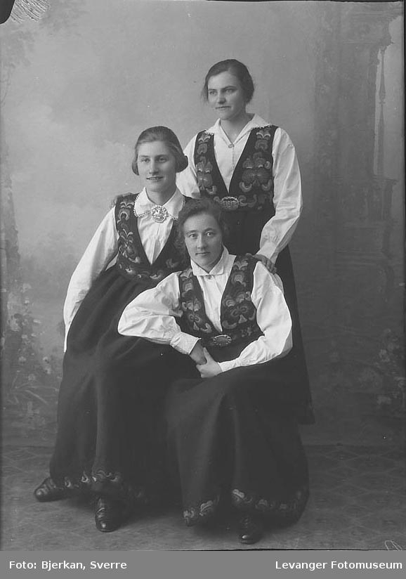 Gruppebilde Borghild Jensen, de andre to er ukjente.