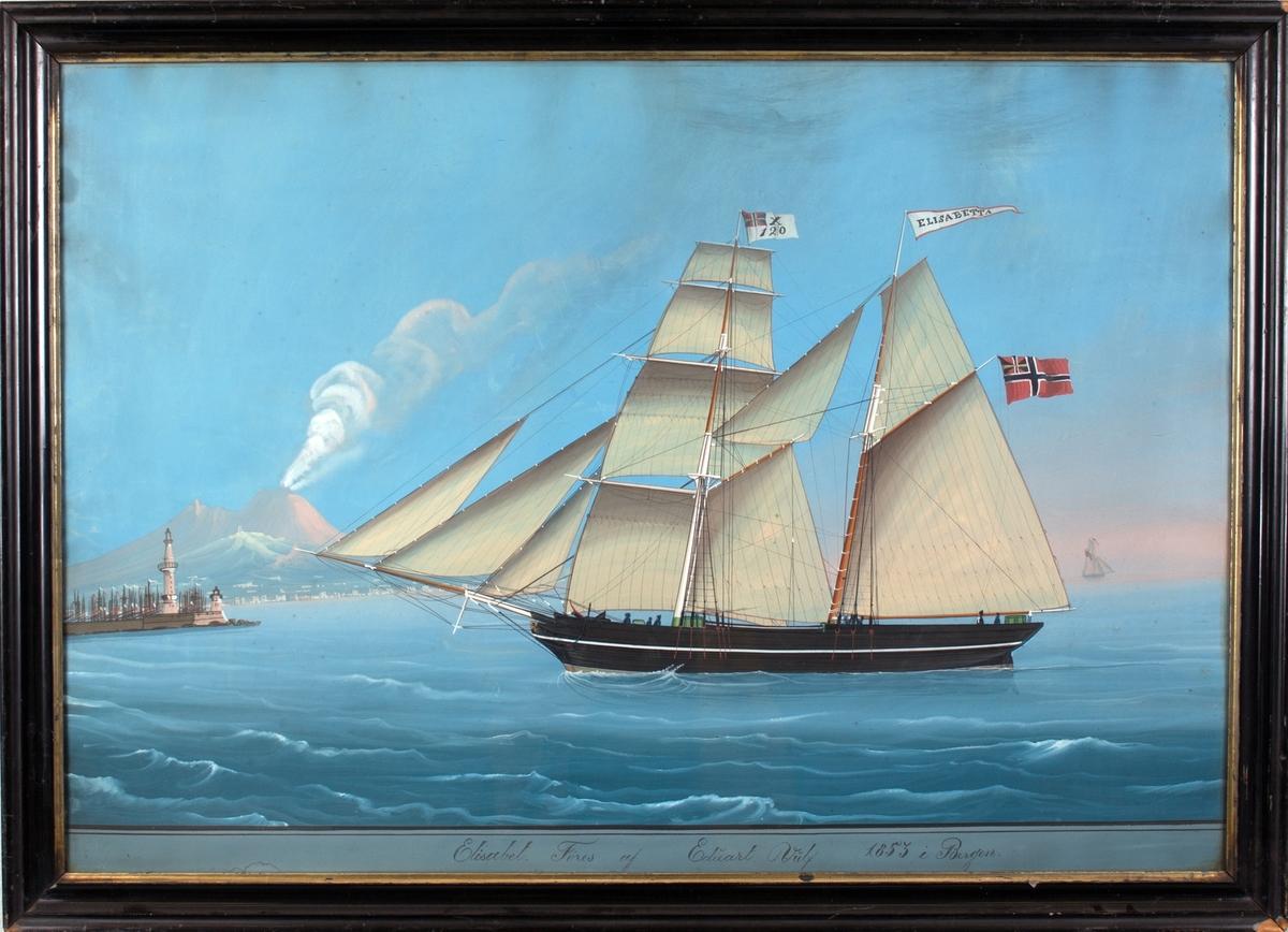 Skipsportrett av skonnertbrigg ELISABET (på vimpelen ELISABETTA), signal X120 på fortoppen, til venstre i bakgrunnen er innseilingen til Napoli, med røyk fra Vesuv.