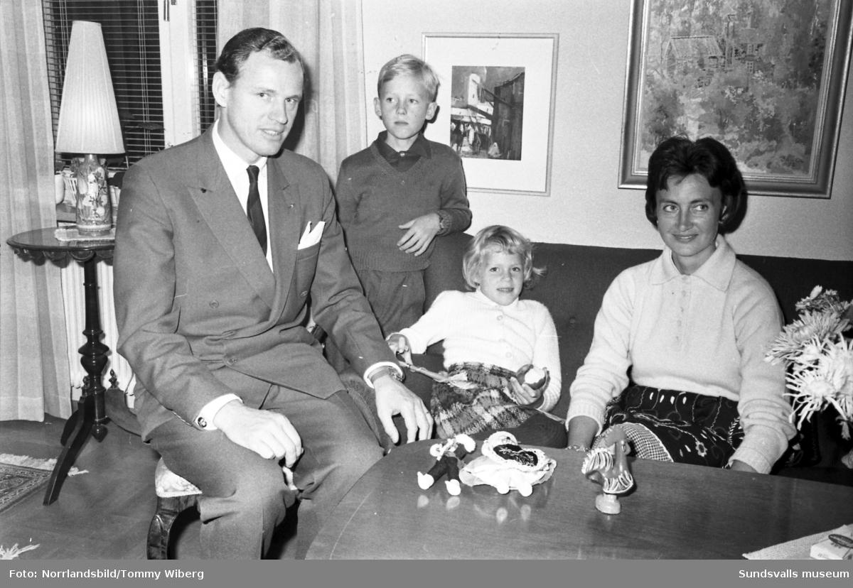 En Sundsvallsfamilj  som ska resa till Portugal. Far, mor och två barn.