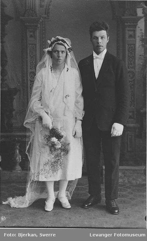 Portrett av et brudepar. mann heter Peder Revdal