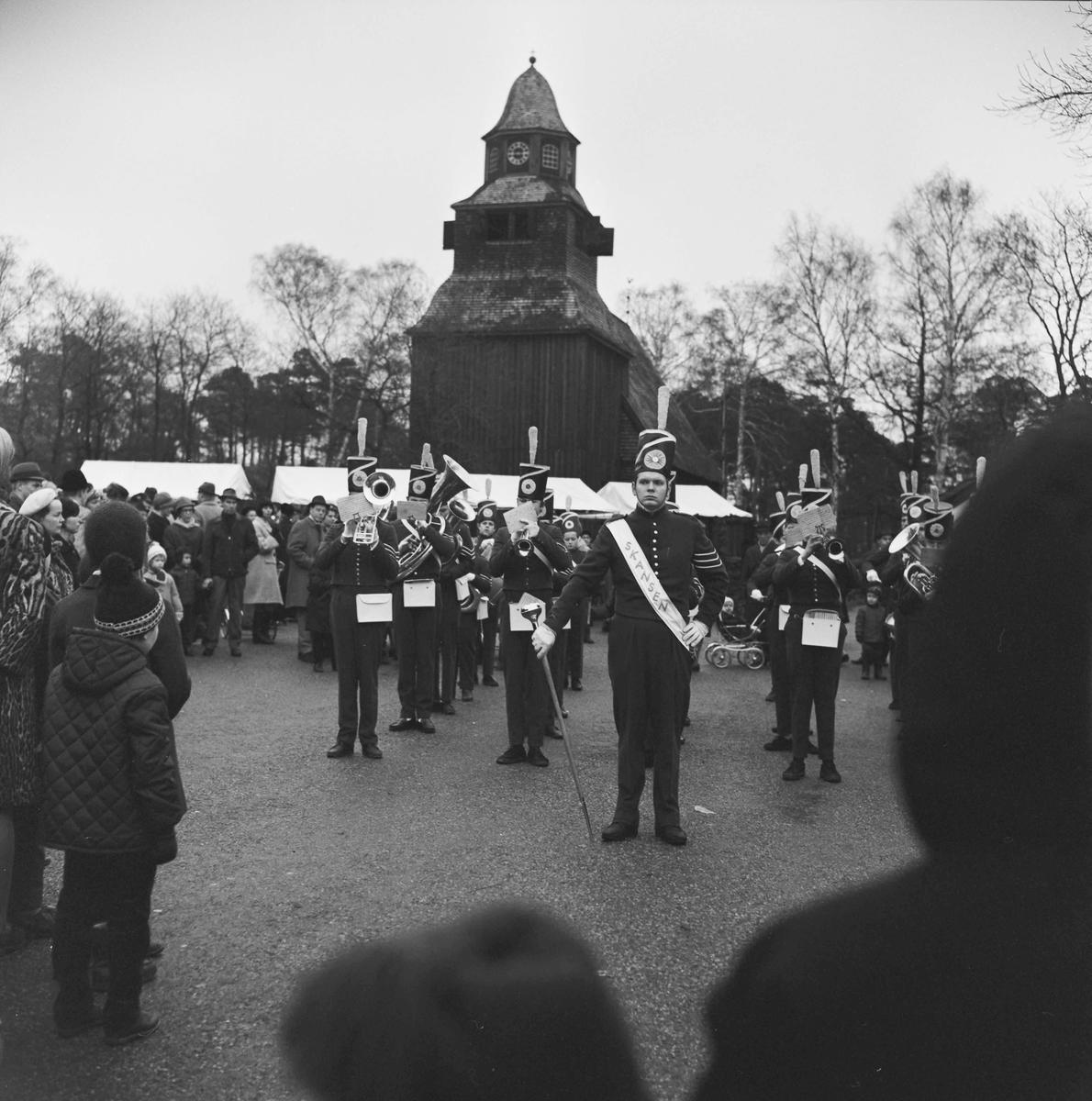 Skansens vaktparad . Julmarknad år 1966 på Skansen.