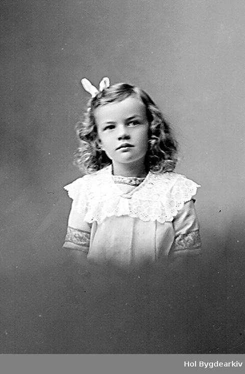 PortrettB, jente, barn, barneklede, kjole, sløyfe