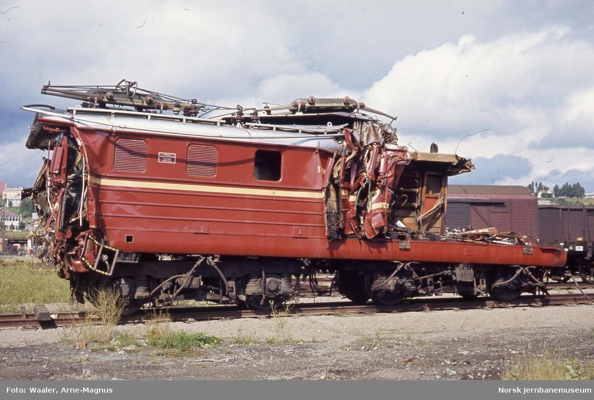 Elektrisk lokomotiv El 11 2083 etter togulykken i Nydalen, foto på Verkstedet Grorud