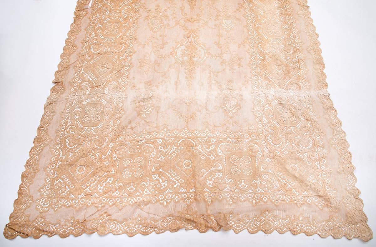 Gardin, hvitt, gjennomsiktig (8 store og 1 kappe, RA.0982.a-i).
