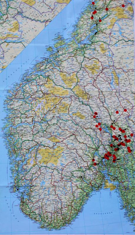 Kartet viser funn av pionen (svarte prikker) og eiendommer som tilhørte Collett-familien på 1800-tallet (røde prikker). Forekomstene i Rogaland er ikke tegnet inn.