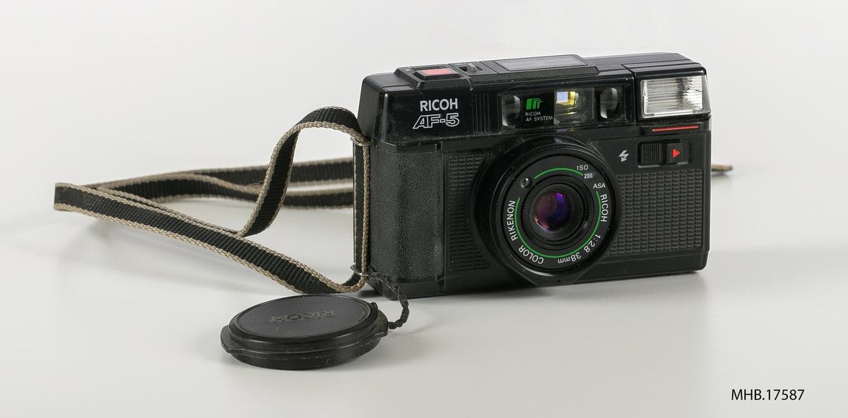Fotoapparat Ricoh AF-5. Serie nr.77512947. Produksjonssted: Taiwan.