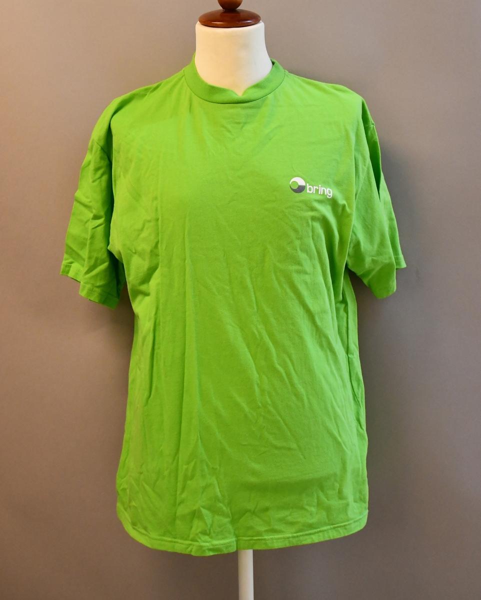 Kortermet t-skjorte i grønnfarge med logo.  Størrelse Large.
