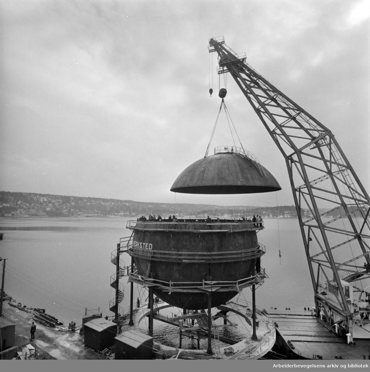 Sjursøya: Gassverket.Lettbensin - gassverket.April 1963