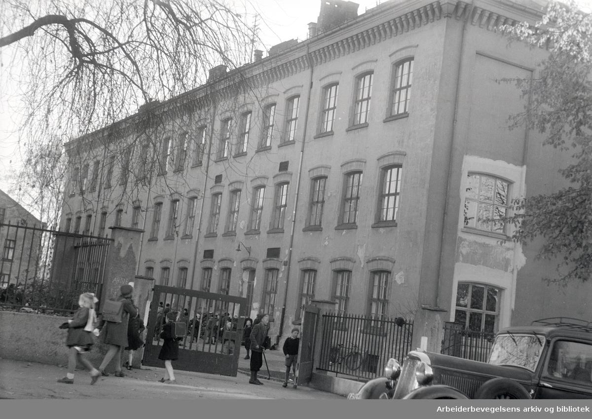 Sagene skole. Eksteriør. Oktober 1946