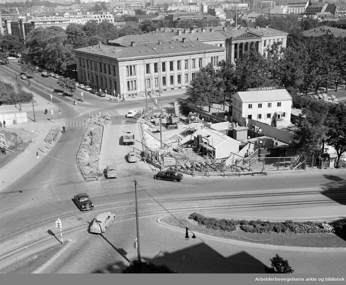 Undergrunnsbanens stasjon ved Nationalteatret utvides. August 1955