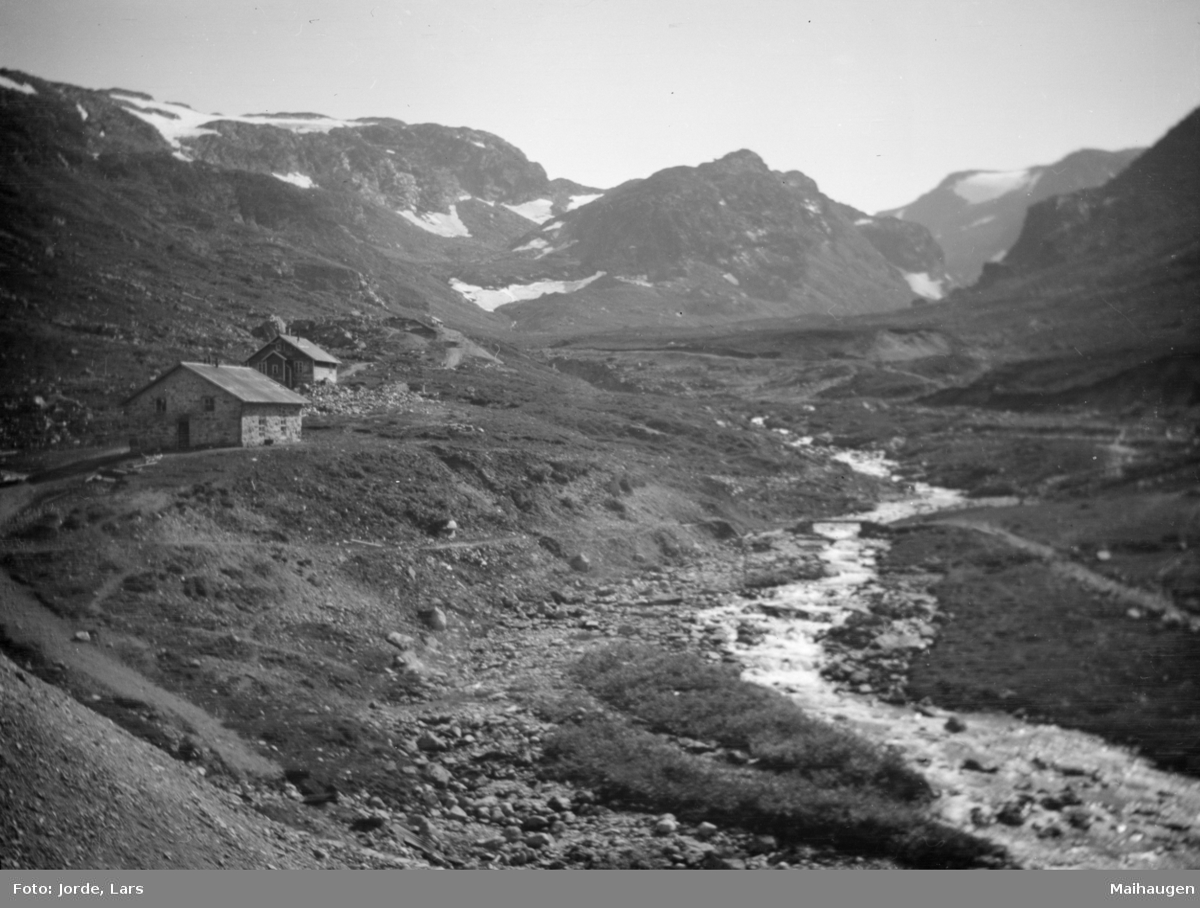 Dal ved Sognefjorden med seterhus