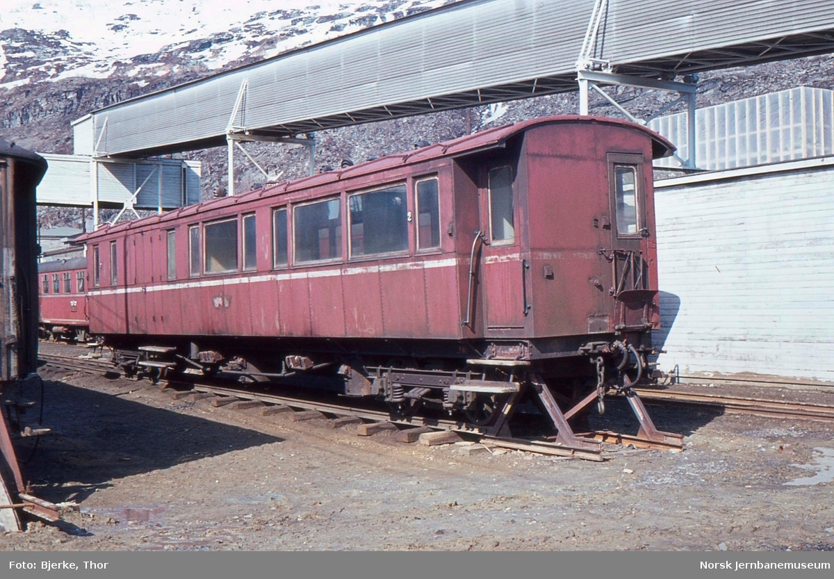 Sulitjelmabanens personvogn litra BFo nr. 2 på Lomi stasjon