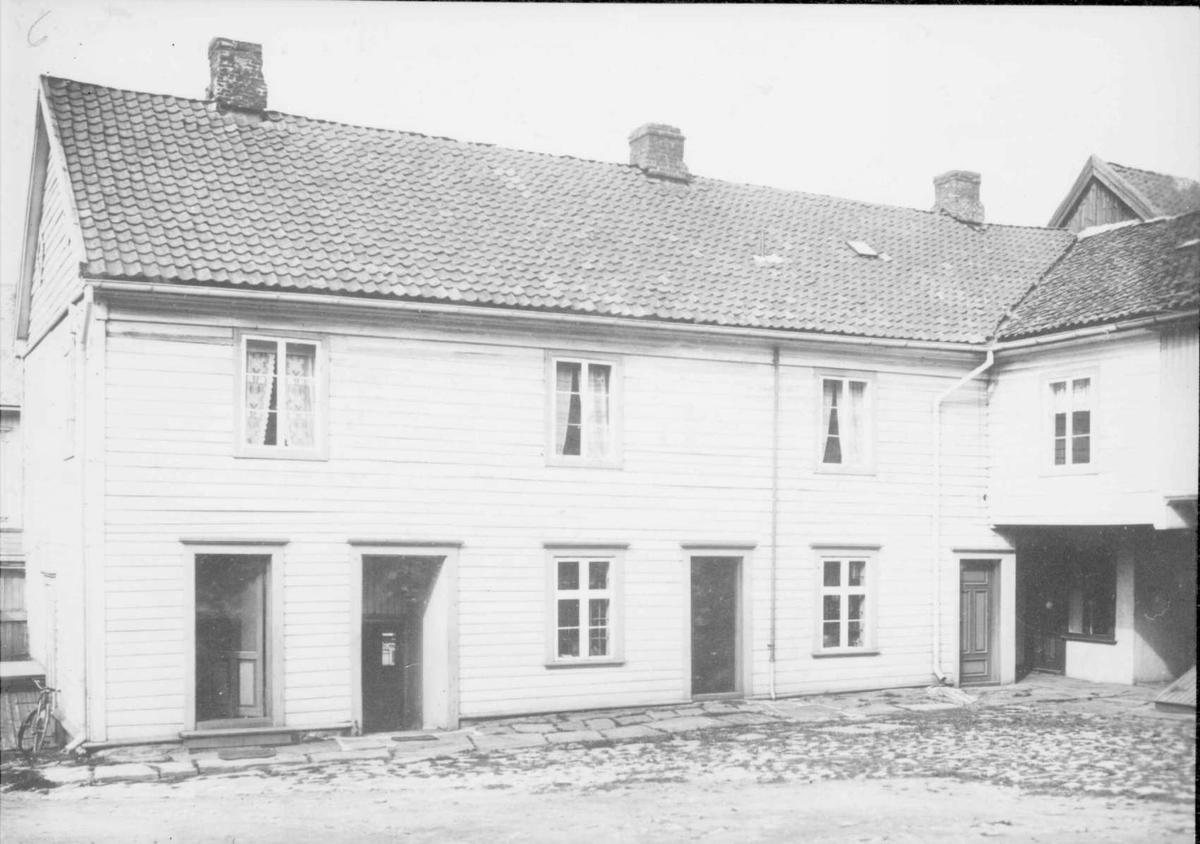 Repro: Gårdsplass/bakgård i Storgata 67, Lillehammer. Thorstadgården.