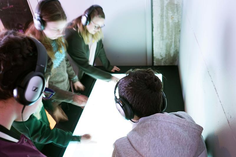 """Dains me mæ - interaktivt """"puslespill"""" der elevene kobler musikk med dansetrinn."""
