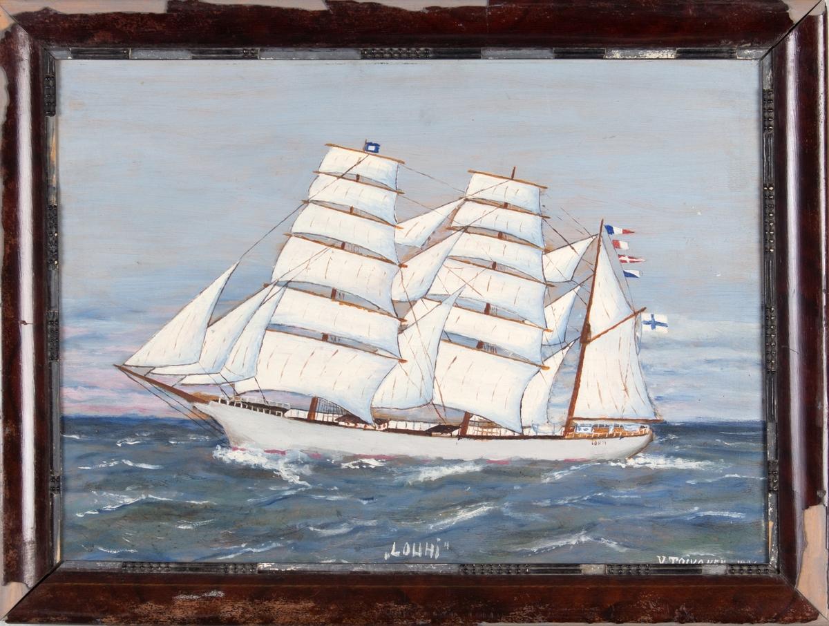 Skipsportrett av bark LOUHI med full seilføring. Finsk flagg i mesanmasten og signalflagg.