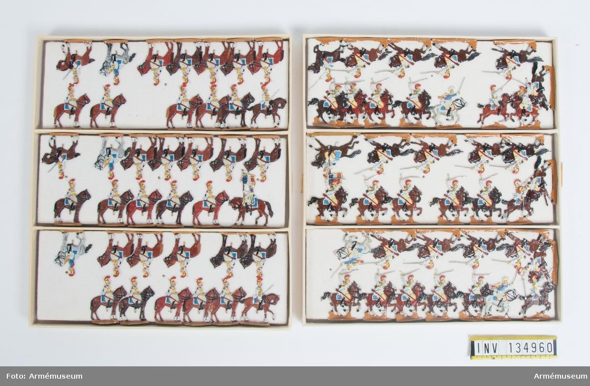 Kavalleri från Frankrike från Napoleonkrigen. Två lådor med figurer. Fabriksmålade.