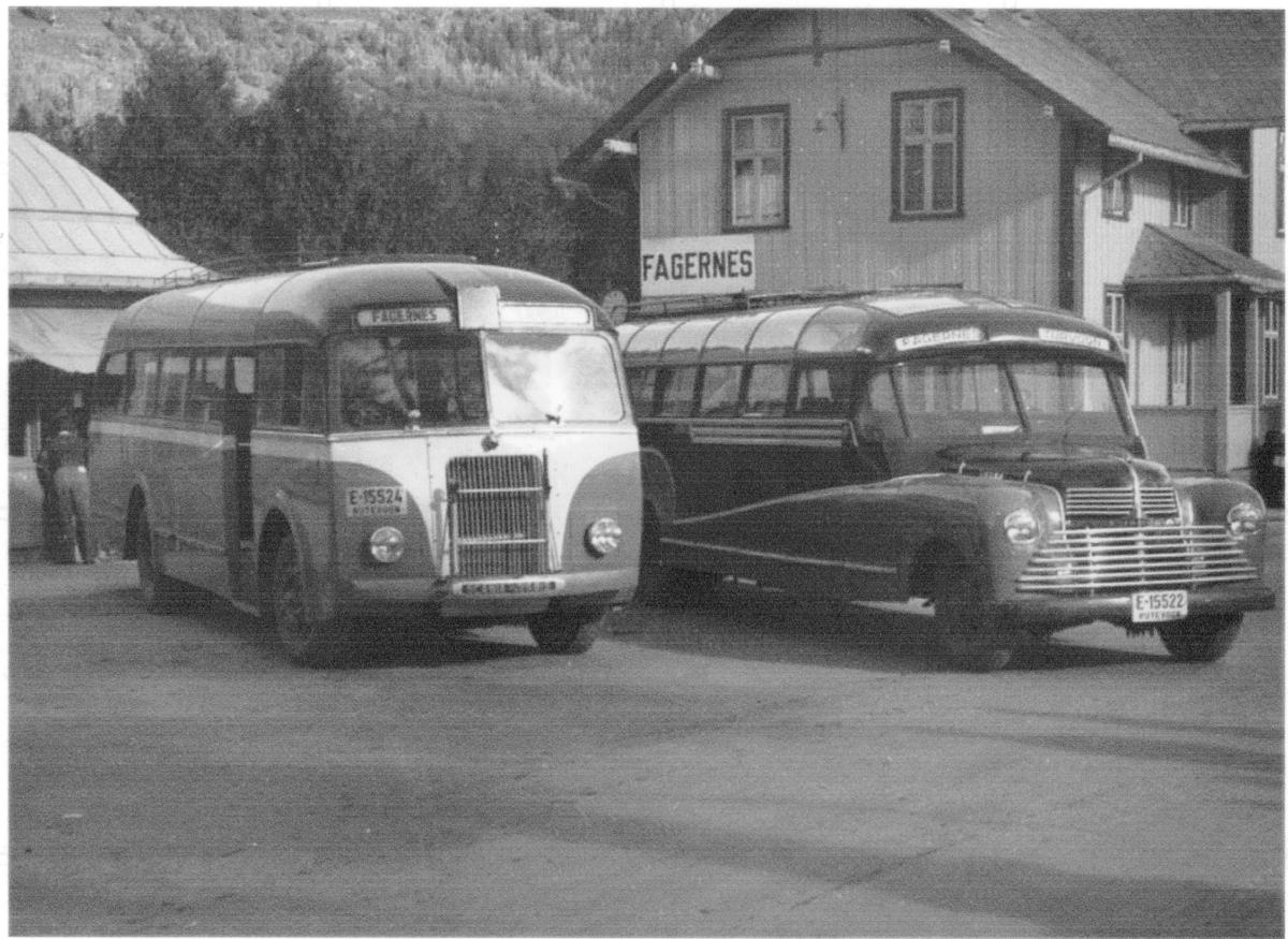Her ser vi selve grombussen VENUS. Bussen ved siden av er E-15524.