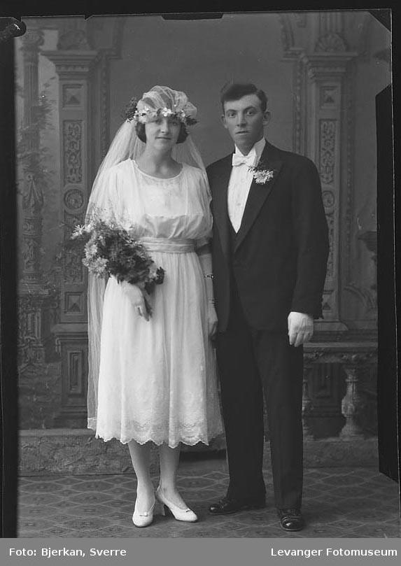 Portrett av et brudepar. Mannen heter Roald Bye