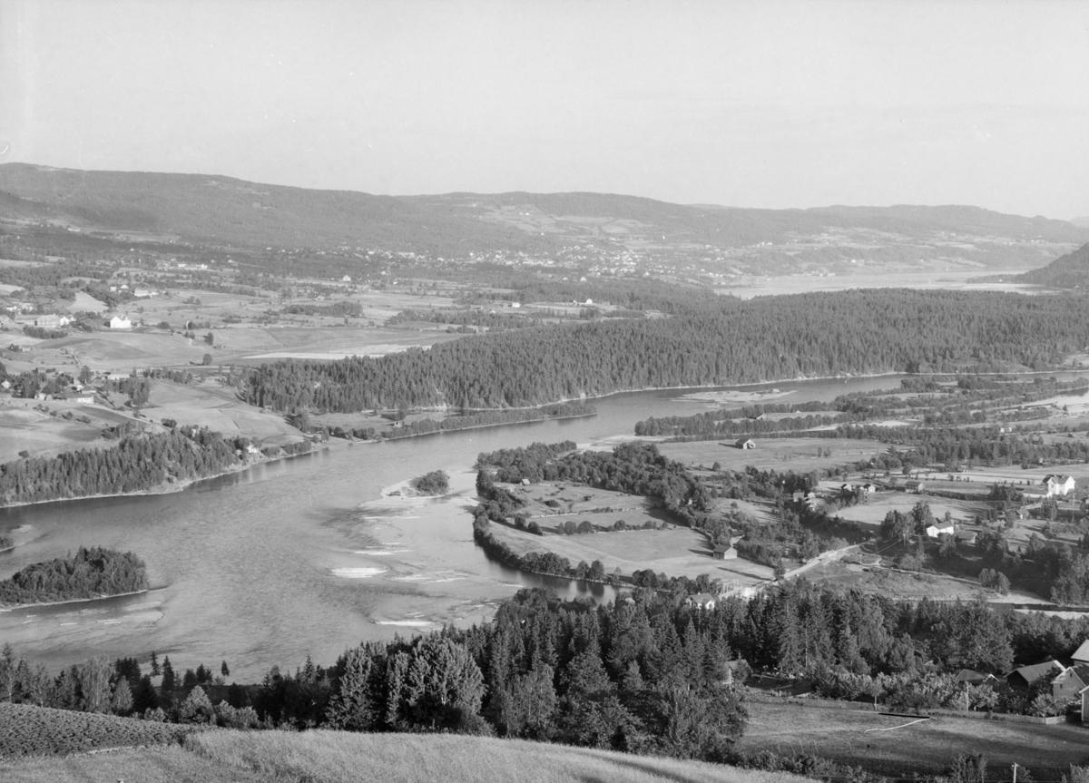 Utsikt mot Lågen, Storhove, Lillehammer og Mjøsa.