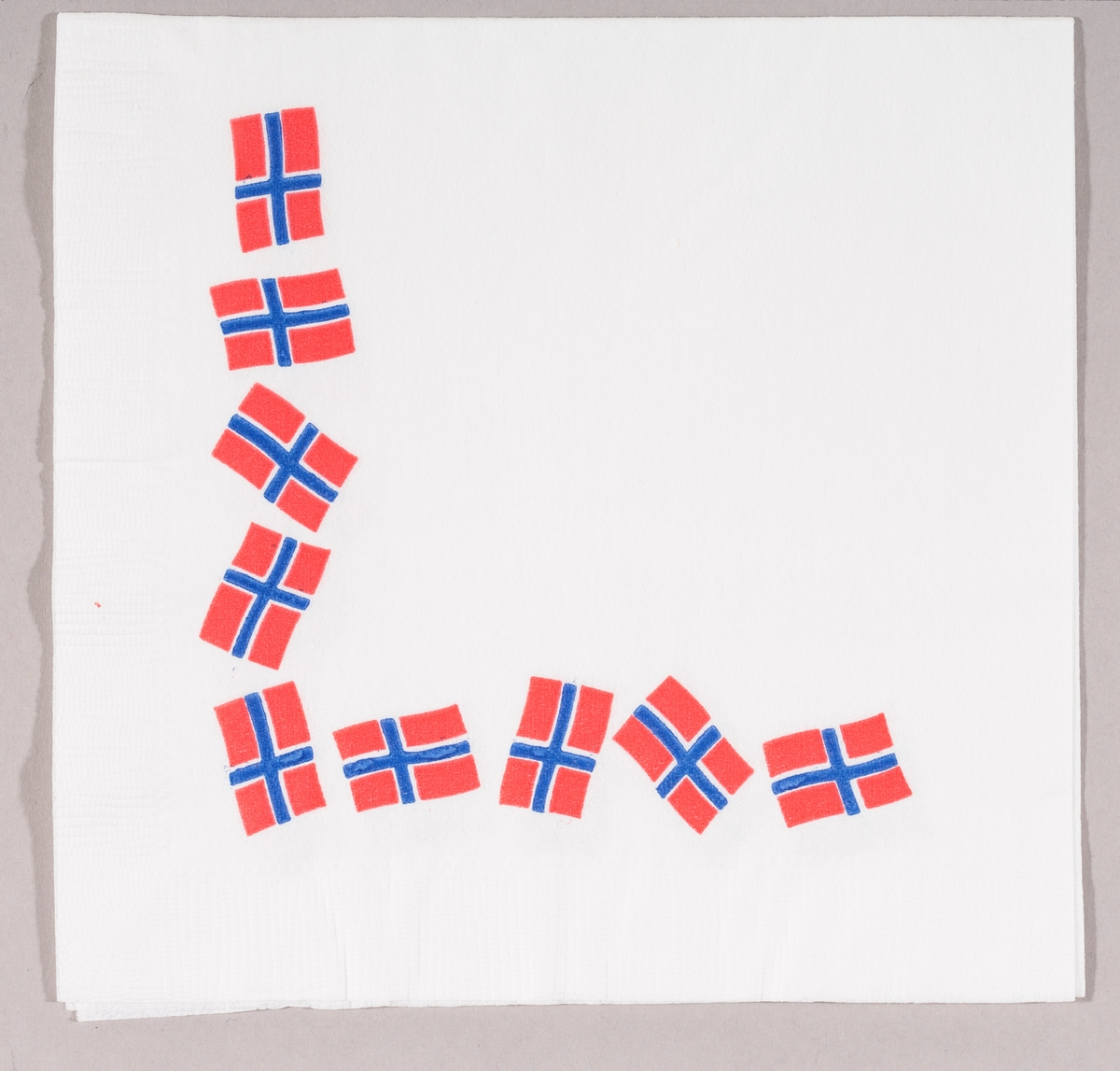 10 norske flagg.