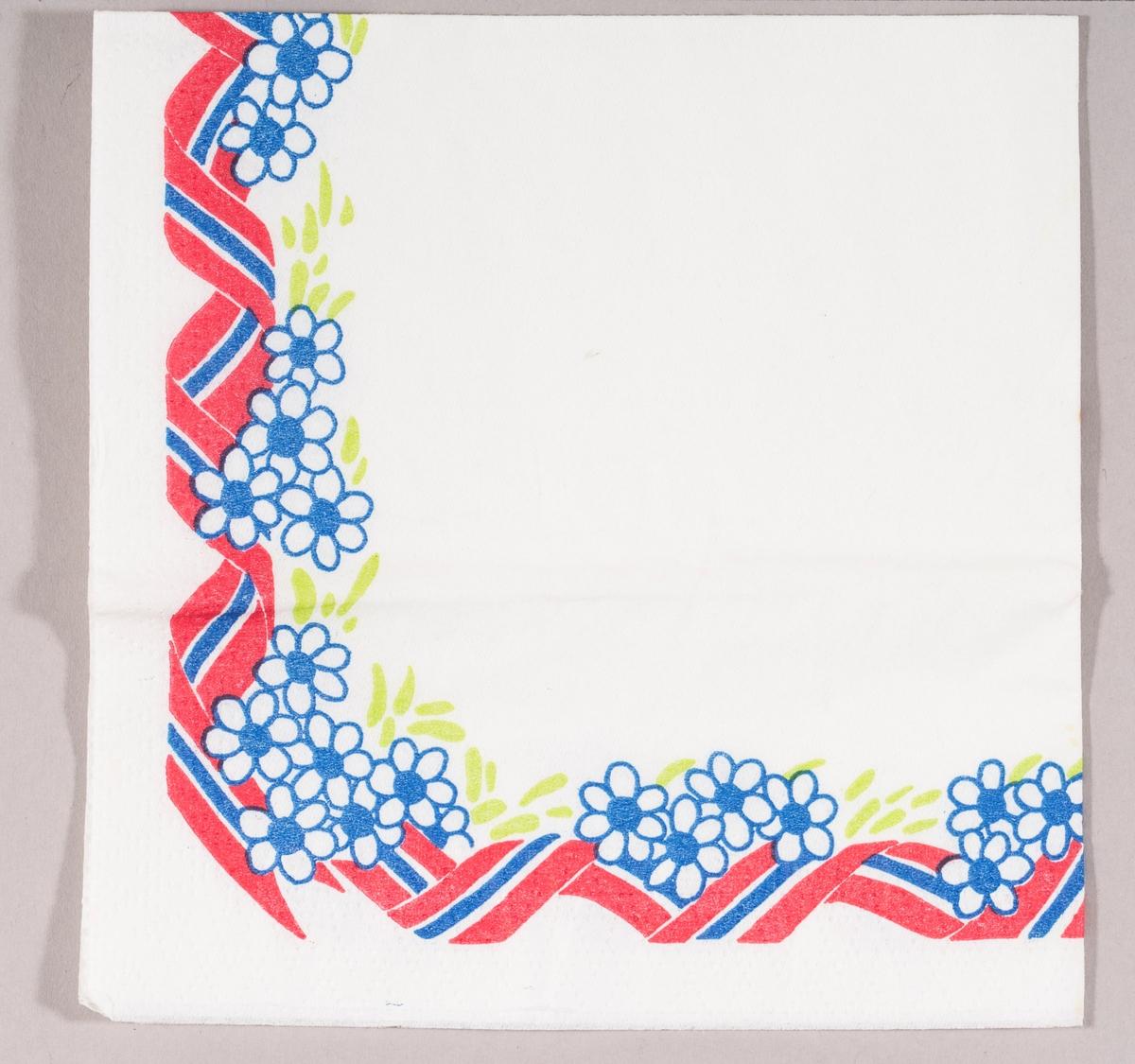 En bord bestående av et svunget bånd i rødt, hvitt og blått, blomster i hvitt og blått og grønne blader.
