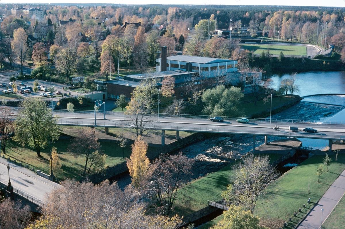 Stadsvy över Gävle, Strömbadet och idrottsplatsen Strömvallen. Utsikt från kyrktornet i Helige Trefaldighet kyrkan