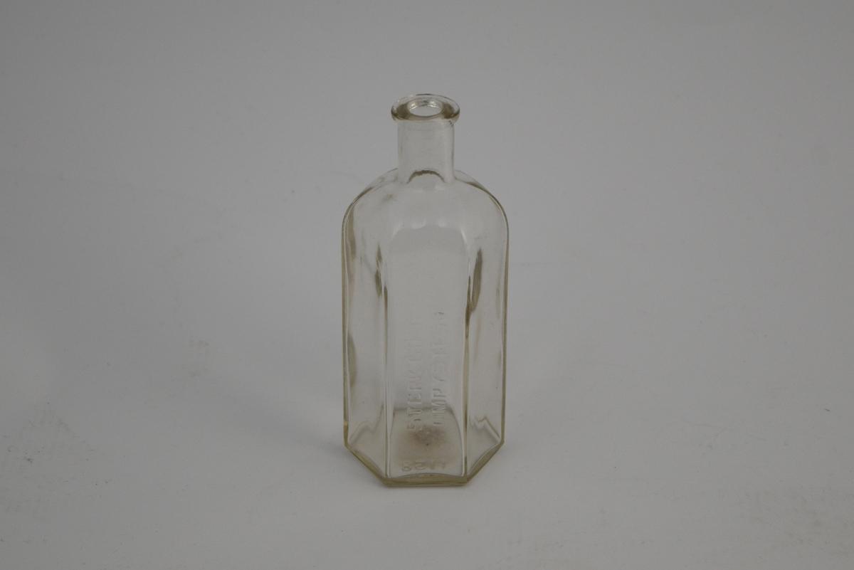 Sekskantet flaske, klart glass. Ca. 200 ml.