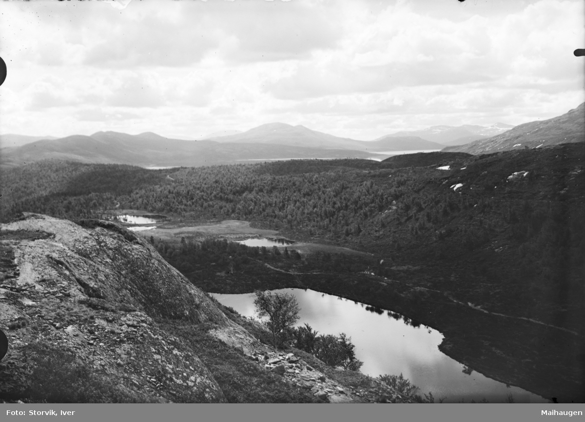 Fjellandskap med fjellvatn