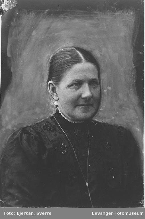 Portrett av Fru Okkenhaug fornavn ukjent