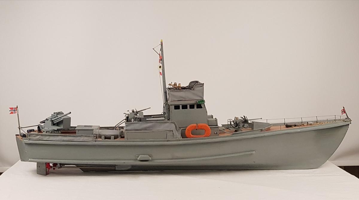 Modell i tre av båden KNM Hitra.