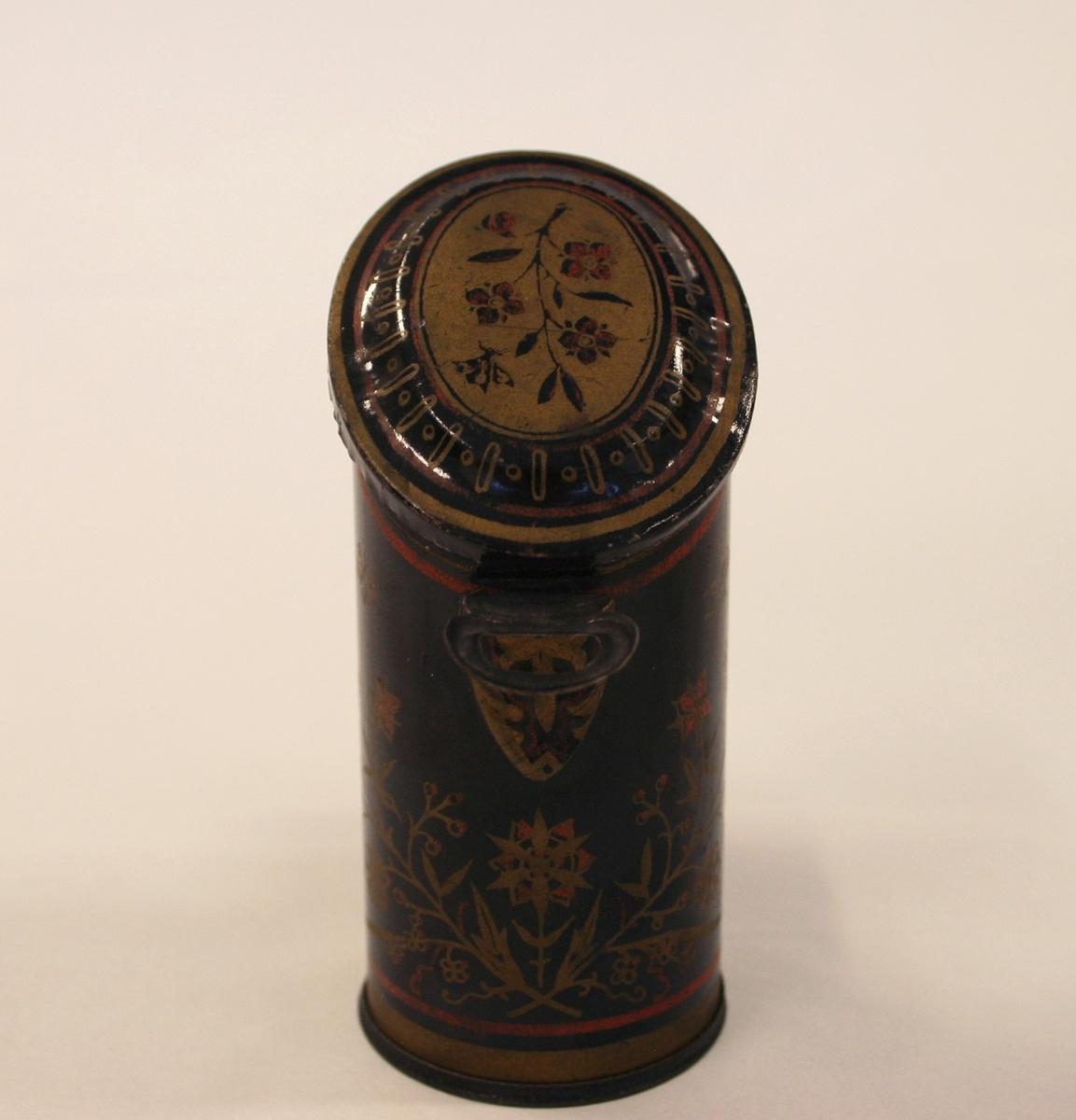 A) Ovn- pålimt dekor og på dør med rektangulært dekorfelt og rosett med to lametter på øvre del.  B) Påmalt dekor, ranker og gullstjerner.