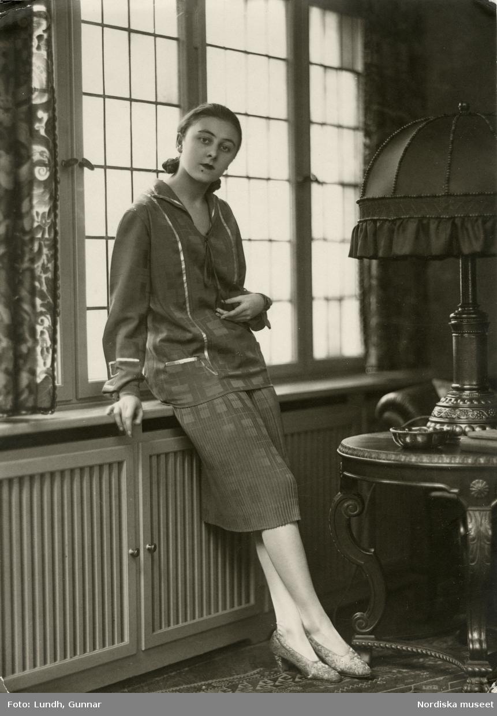 Porträtt av okänd kvinna. Varuhuset Wertheims porträttateljé, Berlin.