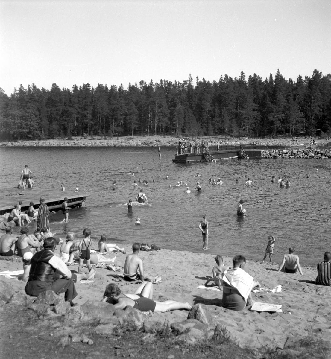 Furuviksparken invigdes pingstdagen 1936.  Nöjesfältet, badplatsen Sandvik och djurparken gjordes i ordning.  Badplatsen Sandvik